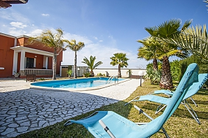 Villa with pool and lush garden, Quatre chambres, 002