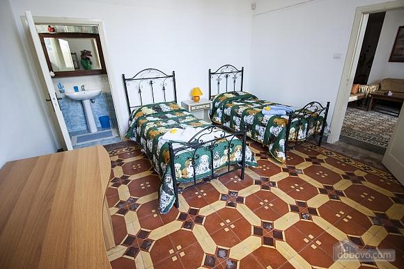 Вилла с бассейном и садом, 5ти-комнатная (55699), 008