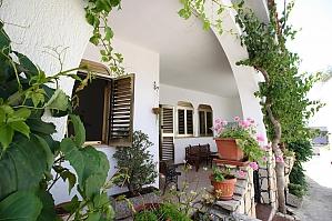 Seaside villa in Capilungo, Trois chambres, 001