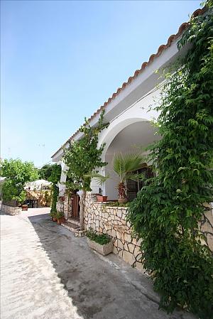 Seaside villa in Capilungo, Trois chambres, 004