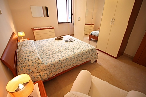 Home 400 meters from the sea, Trois chambres, 003
