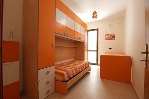 Home 400 meters from the sea, Trois chambres, 004