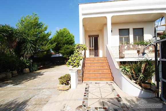 Villa near beautiful beaches, Two Bedroom (12445), 001