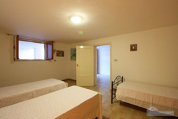 Villa 400 meters from the sea, Deux chambres (12290), 004