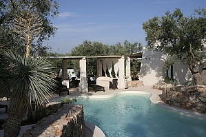 Modern pool and ancient trullo, Deux chambres, 001
