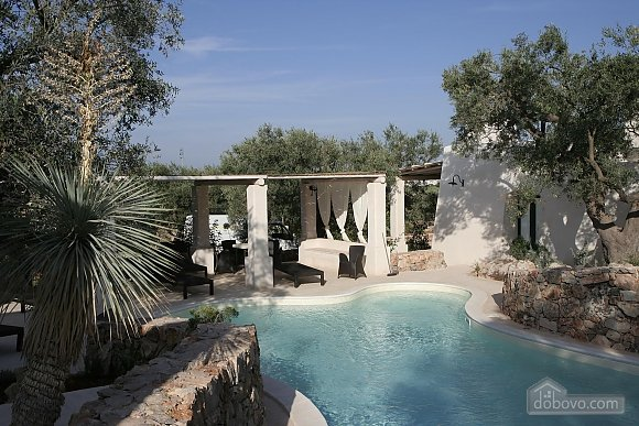 Modern pool and ancient trullo, Due Camere (68004), 001