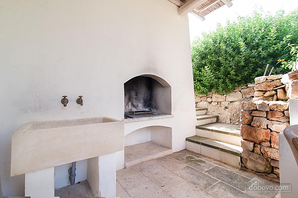 Modern pool and ancient trullo, Due Camere (68004), 014