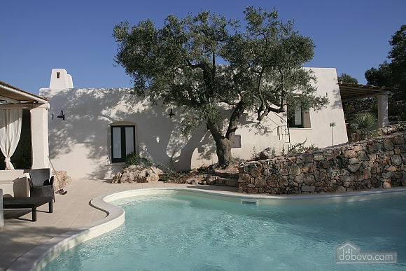 Modern pool and ancient trullo, Due Camere (68004), 032