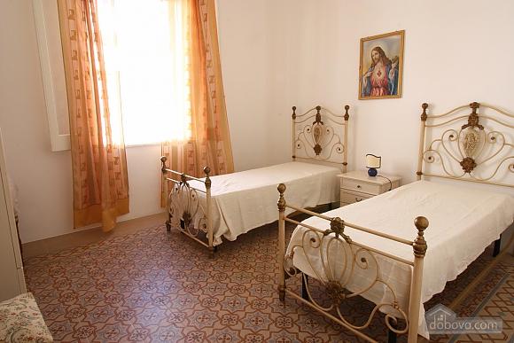 Villa walking distance from beach, Two Bedroom (64901), 004