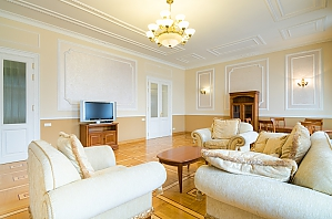 VIP квартира в центрі, 3-кімнатна, 002