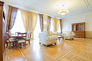VIP квартира в центрі, 3-кімнатна, 004