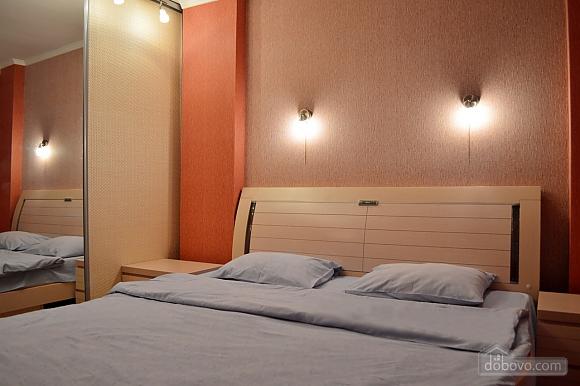 Уютная квартира возле метро Оболонь, 2х-комнатная (83975), 002