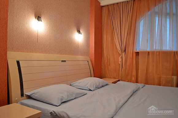 Уютная квартира возле метро Оболонь, 2х-комнатная (83975), 003