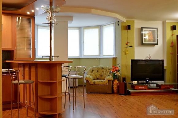 Уютная квартира возле метро Оболонь, 2х-комнатная (83975), 001