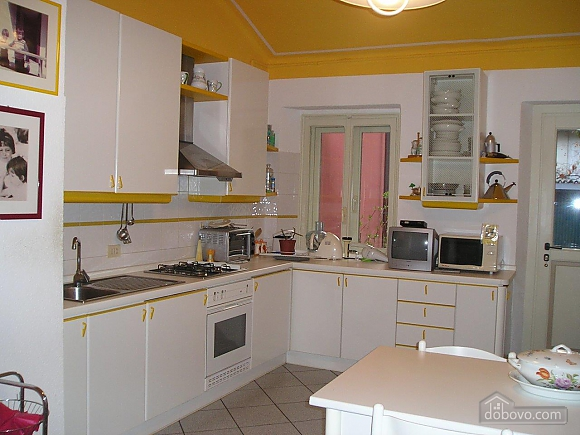 Villa Ornella, Six (+) chambres (42220), 010