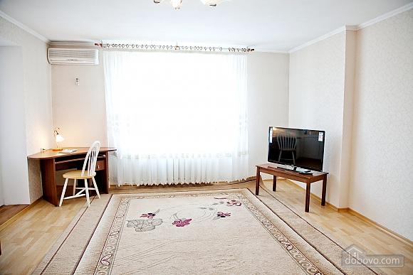 Простора двокімнатна квартира біля метро Харківська, 2-кімнатна (79743), 002