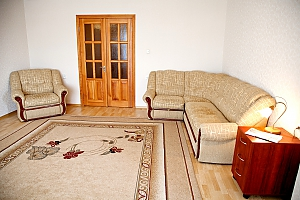 Spacious one bedroom apartment near to Kharkivska station, Un chambre, 003