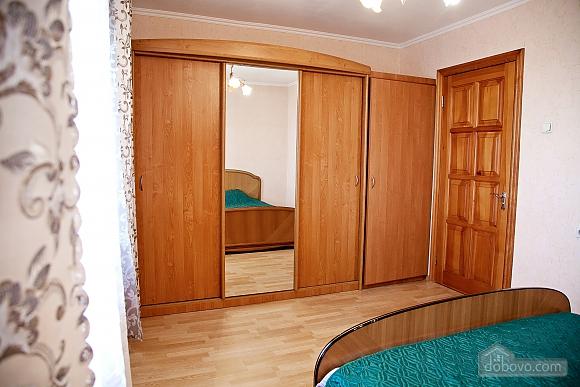 Простора двокімнатна квартира біля метро Харківська, 2-кімнатна (79743), 004