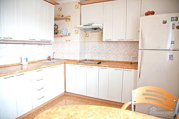 Простора двокімнатна квартира біля метро Харківська, 2-кімнатна (79743), 005