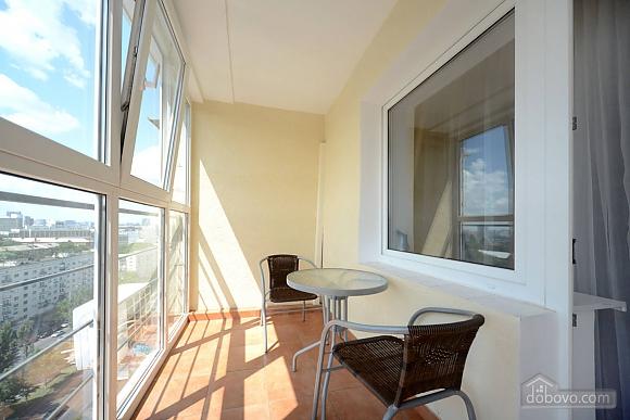 Сногсшибательный вид на город с высоты 15 этажа с вашей собственной террасой в 5 минутах от Gulliver и Arena City, 2х-комнатная (29436), 020