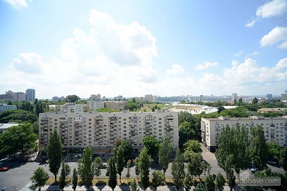 Сногсшибательный вид на город с высоты 15 этажа с вашей собственной террасой в 5 минутах от Gulliver и Arena City, 2х-комнатная (29436), 021