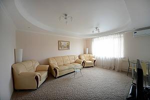 Светлые уютные апартаменты итальянская кожаная мебель недалеко от Arena city и Mandarin Plaza, 2х-комнатная, 001