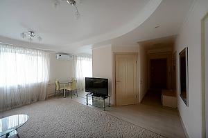 Светлые уютные апартаменты итальянская кожаная мебель недалеко от Arena city и Mandarin Plaza, 2х-комнатная, 002