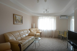 Bright and cozy apartments with Italian leather furniture near the Arena city and Mandarin Plaza, Una Camera, 003