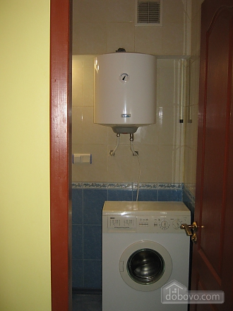 Квартира в центре города, 2х-комнатная (42875), 004