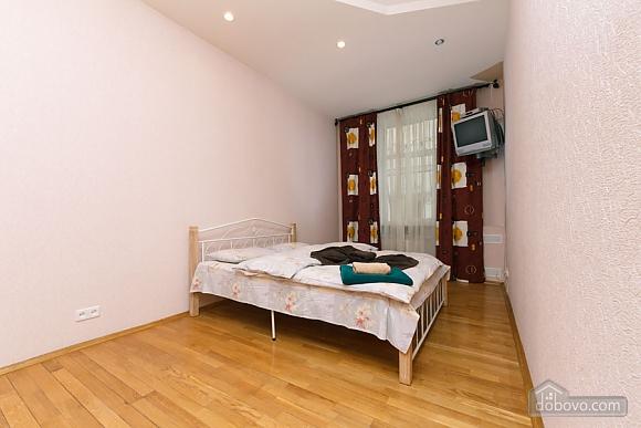 Apartment near Zoloti Vorota, One Bedroom (37648), 008