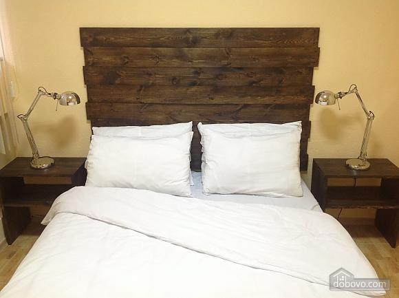 Good Dreams, Six (+) Bedroom (87908), 009