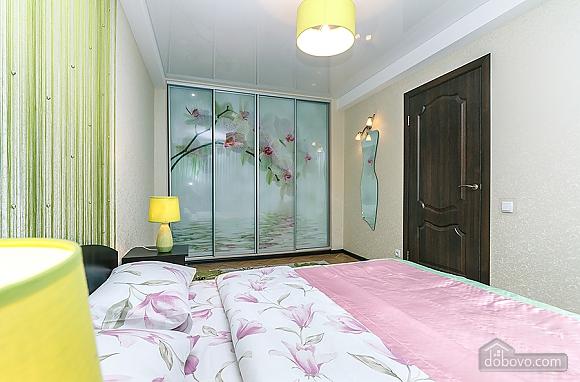 Метро Дворец Украины, 2х-комнатная (94110), 006