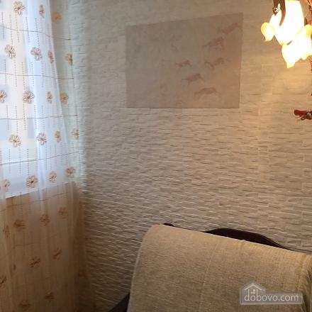 Nosovyhinske Highway, Deux chambres (33746), 003