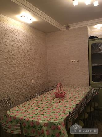 Nosovyhinske Highway, Deux chambres (33746), 011