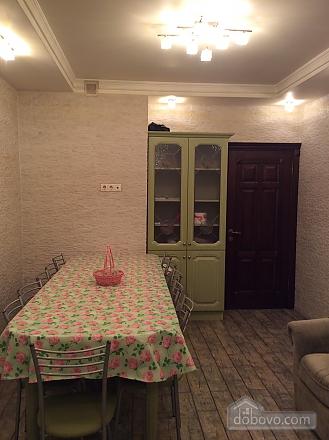 Nosovyhinske Highway, Deux chambres (33746), 012
