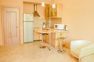 Cosy apartment near the metro station, Due Camere, 010