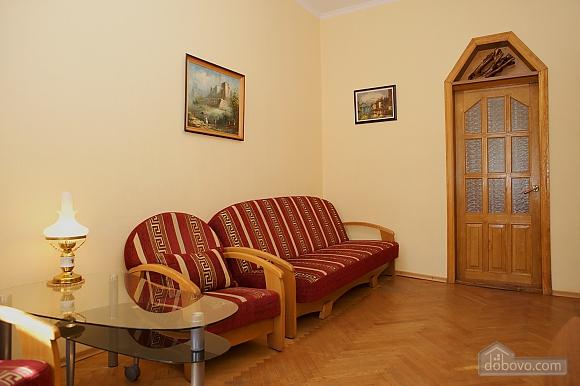 Уютные апартаменты в центре, 3х-комнатная (99360), 002