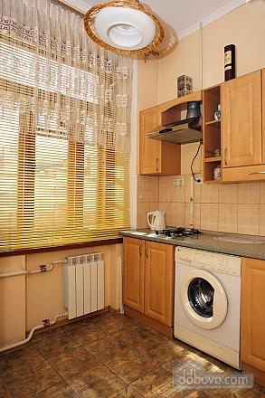 Уютные апартаменты в центре, 3х-комнатная (99360), 008