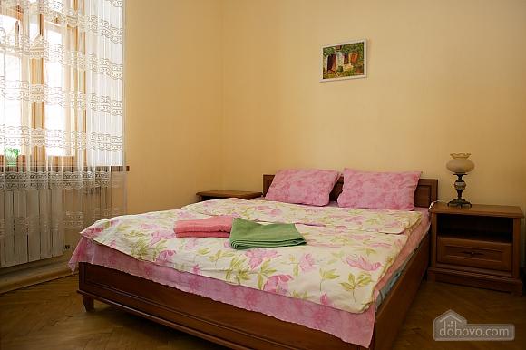 Уютные апартаменты в центре, 3х-комнатная (99360), 001