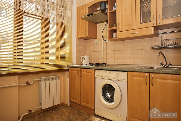 Уютные апартаменты в центре, 3х-комнатная (99360), 009