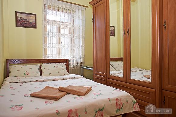 Уютные апартаменты в центре, 3х-комнатная (99360), 011