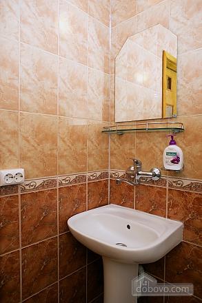Уютные апартаменты в центре, 3х-комнатная (99360), 012