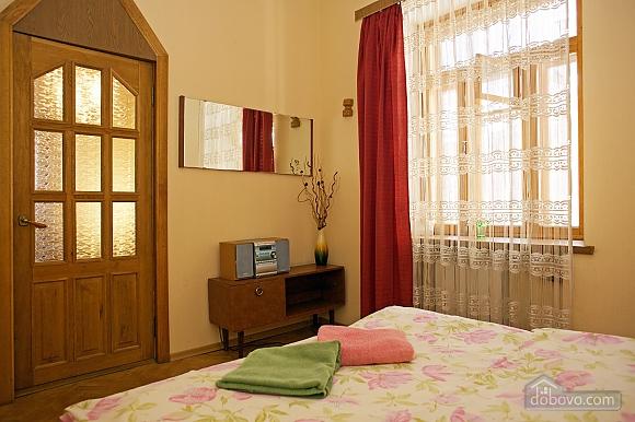 Уютные апартаменты в центре, 3х-комнатная (99360), 013