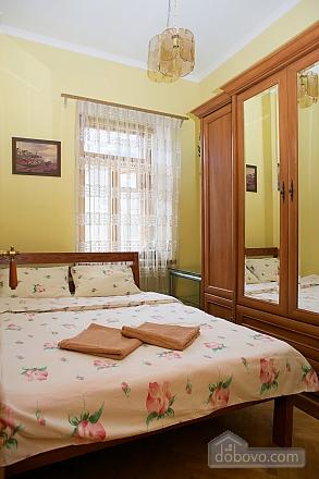 Уютные апартаменты в центре, 3х-комнатная (99360), 015