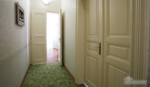 Уютная квартира в центре, 3х-комнатная (67537), 004