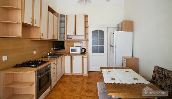 Уютная квартира в центре, 3х-комнатная (67537), 005