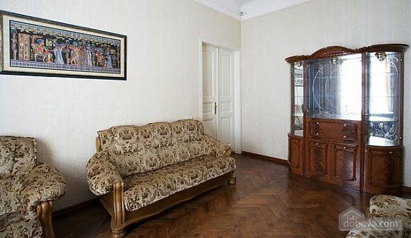 Уютная квартира в центре, 3х-комнатная (67537), 006