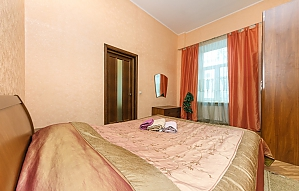 The apartment next to the hotel Premier Palace, Un chambre, 006