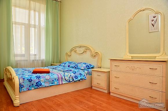 Квартира возле метро Олимпийская, 2х-комнатная (32939), 001