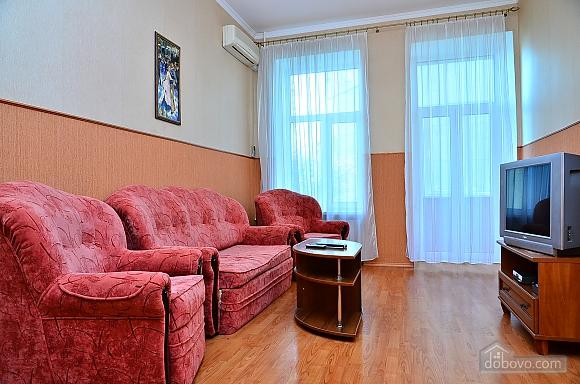 Квартира возле метро Олимпийская, 2х-комнатная (32939), 002